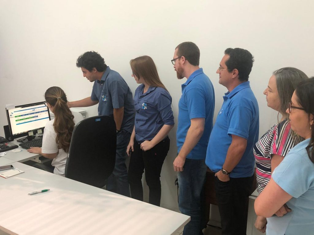Equipe do SAAE Machado atenta durante apresentação do sistema ETEWEB