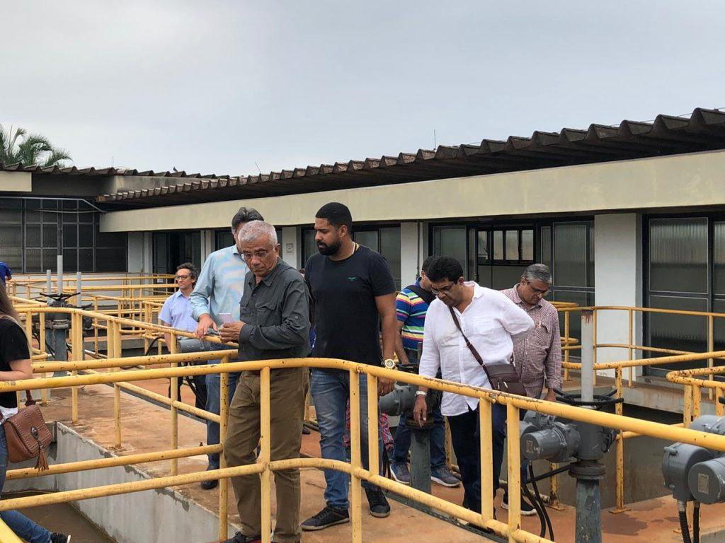 Comitiva indiana durante visita em uma das instalações da SAE Ituiutaba